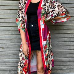 1er kimono long.. 😁🤔Pour la plage ou pour le soir, j' hesite🤔😁 .. Pour un cocktail sur la plage le soir!!! 🍹 #kimono #plage #outfit #fashion #degaine #ete2021 #eteindien