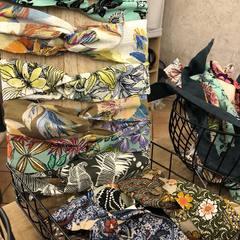Du réassort chez @etabli65_alambria , des headbands oui .. mais pas que .. des scrunchies, des kimonos, des panières #headband #scrunchies #kimono #accessoiresdemode #createurfrancais #conceptstore #yvoire #creationartisanale