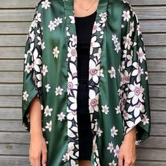 On continue avec une autre création de cette semaine, toujours en modèle unique #kimono #kimonodusoir #outfit #outfitinspiration #ootd #poursortir #pourlaplage #pourlestyle #creationartisanale #modeleunique #tailleunique